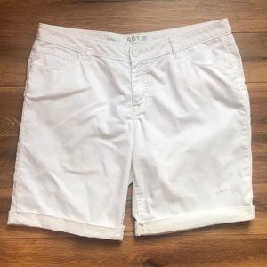 Apt 9 Essentials white denim Bermuda shorts